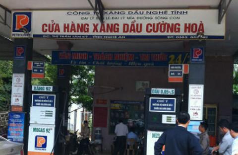 http://imgs.vietnamnet.vn/Images/vnn/2014/11/18/10/20141118103855-anh-2--xang-dau.jpg