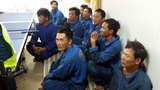 Cứu 9 thuyền viên bị sóng đánh chìm trên biển