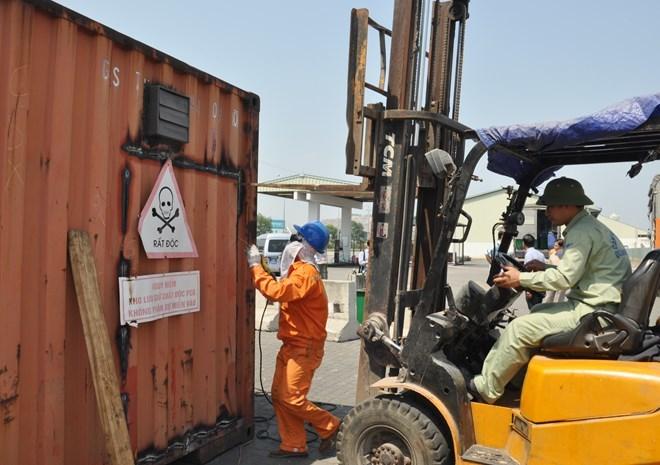 xử lý, 7.000 lít dầu, dầu độc, PCB, độc hại, Kiên Giang, nhà máy xi măng