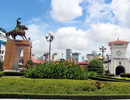 Di dời tượng Trần Nguyên Hãn trước chợ Bến Thành