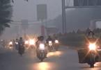 TP.HCM: Sương mù bao phủ, lái xe bật đèn chạy chậm