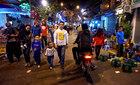 Hà Nội: Giật mình tránh xe máy ở phố đi bộ
