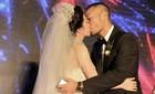 Quỳnh Nga - Doãn Tuấn khoá môi say đắm trong tiệc cưới