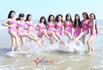 Các người đẹp xứ Thanh diện bikini giỡn sóng biển