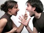 Chồng tưới a xít vào vợ, hai bên thông gia 'hỗn chiến'