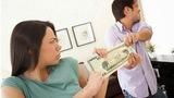 """Tháng đưa chồng 2 triệu vẫn: """"Anh ơi mua bỉm cho con"""""""