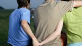 Đắng nghẹn cuộc tình tay ba của cặp vợ chồng cùng yêu một phụ nữ