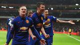 Kém Chelsea 13 điểm, Van Persie vẫn tin M.U vô địch