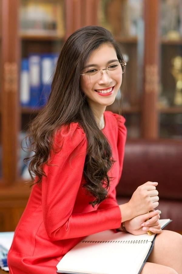 Choáng ngợp trước hồ sơ của 3 nữ doanh nhân trẻ xinh đẹp và tài giỏi