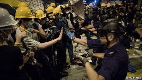 Bạo lực dữ dội tại biểu tình ở Hong Kong