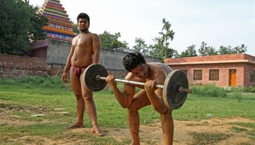Bí mật ngôi làng toàn đàn ông 'sáu múi' ở Ấn Độ