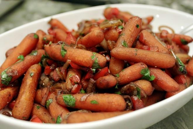 Khách Việt tìm mua bí ngô, cà rốt tí hon đắt đỏ làm gì?