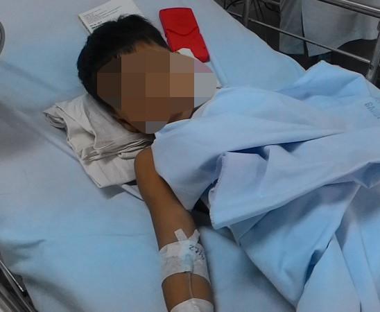 Bé 2 tuổi nghi bị mẹ tiêm thuốc độc vào người đã tử vong