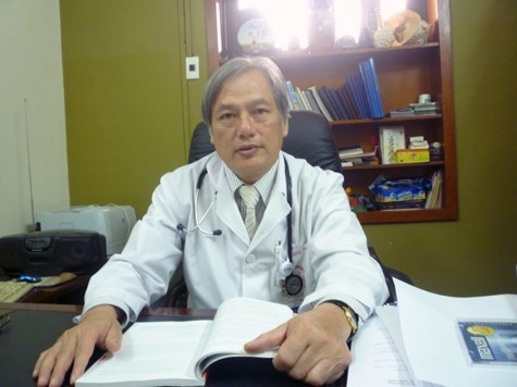 Việt kiều nhập viện vì phổi tràn ngập sán