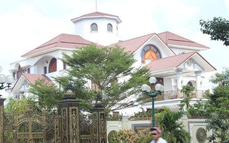 Trần Văn Truyền, tham nhũng, Bến Tre, biệt thự