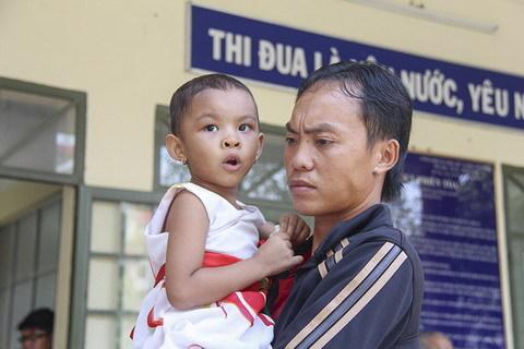 Gã cha dượng và mẹ ruột bạo hành bé gái lãnh án tù