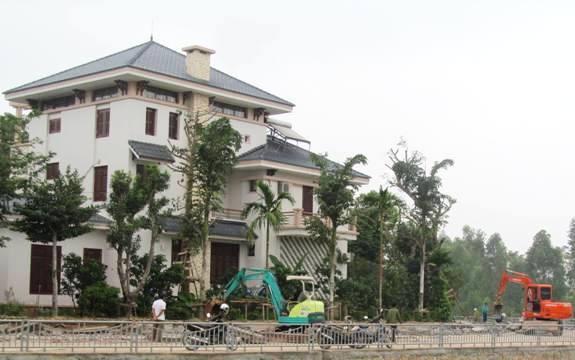 Nguyên PCT tỉnh chiếm đất công đổ tội cho con trai