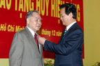 Trao huy hiệu 55 năm tuổi Đảng cho nguyên Thủ tướng Phan Văn Khải