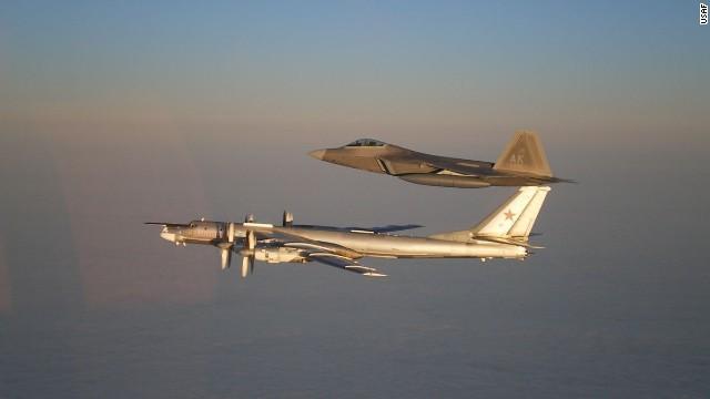 Phi cơ Nga ồ ạt áp sát không phận phương Tây