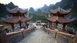 Ngôi chùa tuyệt đẹp cạnh thác Bản Giốc