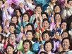 Thân nhân binh sỹ òa khóc chụp ảnh cùng Kim Jong Un
