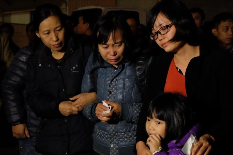 Thi thể thuyền viên bị cướp biển bắn về đến Việt Nam - 7