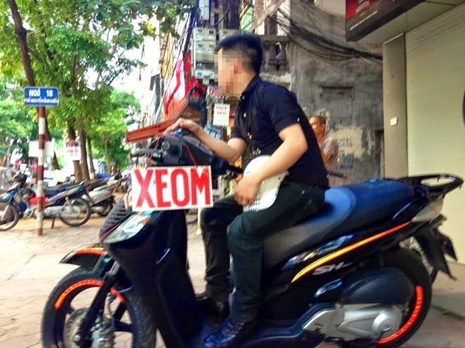 Chỉ ở Việt Nam: Siêu xe qua biên giới bằng đò ngang