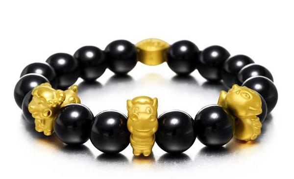 Đại gia chơi xuân: Thắt lưng mạ vàng nạm ngọc, vòng tay cục vàng