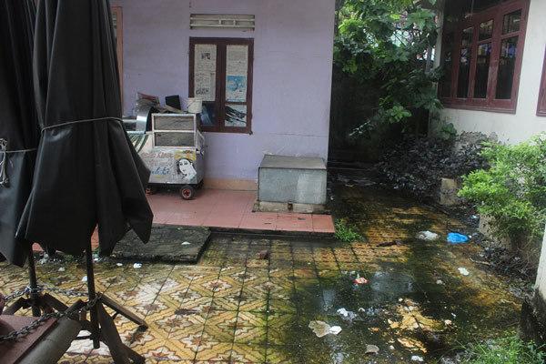 Bi hài trụ sở đất vàng' thành nơi… vệ sinh công cộng