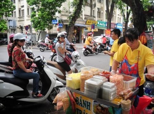 Hà Nội: Dừng, đỗ xe mua hàng trên vỉa hè sẽ bị phạt