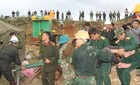 Hình ảnh đưa 12 công nhân lên khỏi hầm bị sập