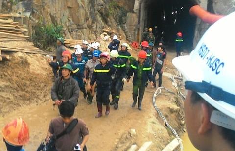 Cuộc giải cứu khó tin 12 người trong hầm thuỷ điện