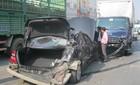 Xe tải tông nát đuôi xe Mercedes ở đường trên cao