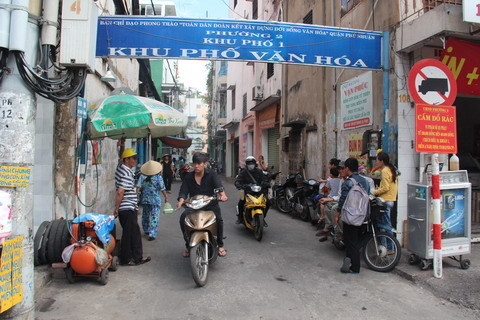 Người tử tế ở Sài Gòn: Thùng trà đá và chiếc quan tài từ thiện