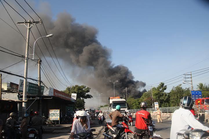 Cháy 1600m2 nhà xưởng của công ty nội thất