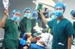 Bác sỹ chụp ảnh 'tự sướng' trong ca mổ