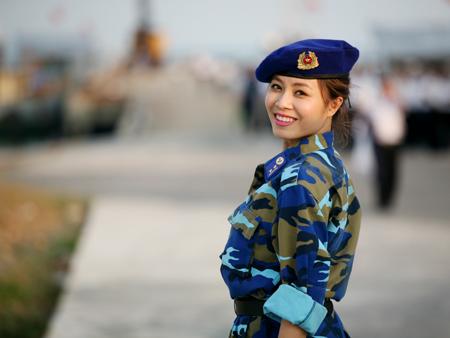 'Nụ hôn đặc biệt' với một chiến sĩ của MC Hoàng Linh