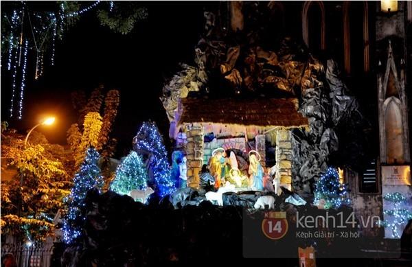 Cận cảnh nhà thờ ở Hà Nội lung linh trong mùa Giáng sinh