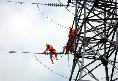 EVN, tăng-giá-điện, điện-sinh-hoạt, Bộ-Tài-chính, Bộ-Công-Thương, giá-xăng, lạm-phát, giá-thành