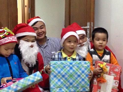 Người Hà Nội chen chúc đón Giáng sinh trong giá lạnh