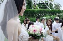 Hơn 50.000 bông hồng trắng cho tiệc cưới Thủy Tiên-Công Vinh