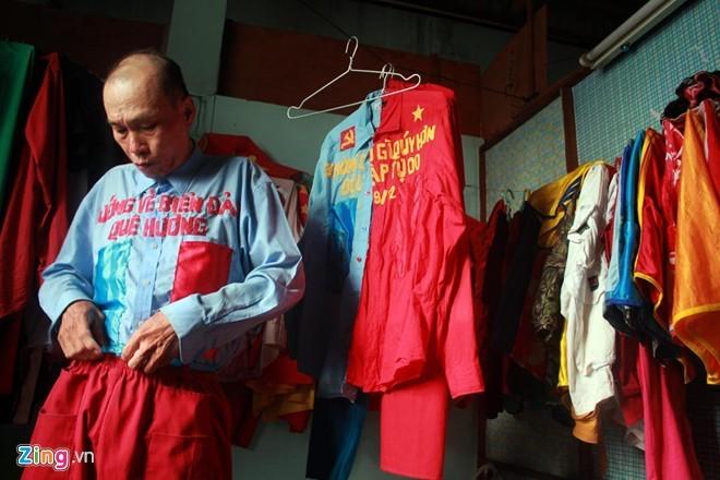 Dị nhân bán vé số dạo nổi tiếng Sài Gòn