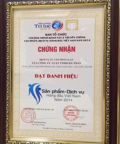 Luật Hà Trần nhận giải sản phẩm, dịch vụ hàng đầu VN