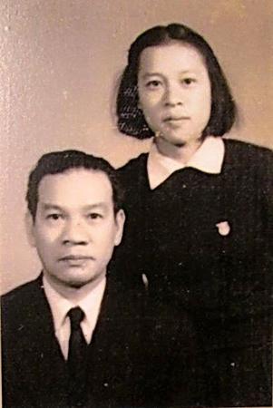 Người vợ tài hoa của Bộ trưởng Giáo dục tại vị 29 năm