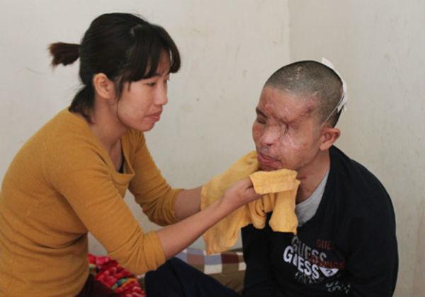 Thảm cảnh nạn nhân vụ nổ mìn trên xe giường nằm