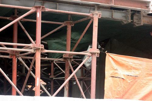 Hiện trường vụ sập giàn giáo đường sắt trên cao HN