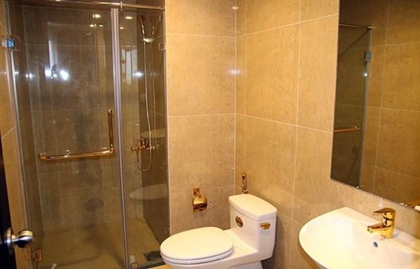 Phủ vàng ôtô, dát vàng toilet: Hết chỗ để đại gia khoe sang?