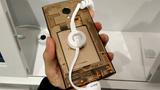 Smartphone 'trong suốt' độc nhất chỉ bán ở Nhật Bản