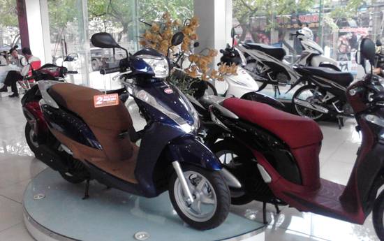 Ế quá Tết cũng hạ giá: Chuyện lạ dân xe máy