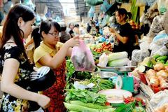 Lạm phát thấp kỷ lục vẫn cao hơn Thái Lan, Malaysia